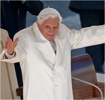 Бенедикт XVI покинул Ватикан