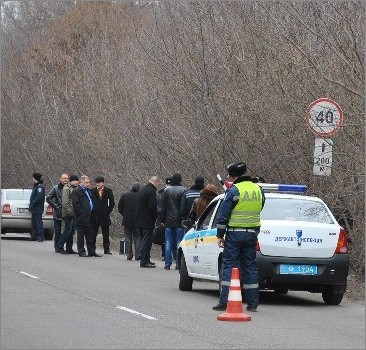 На шоссе, по которому проедет губернатор Днепропетровска, нашли труп. Фото