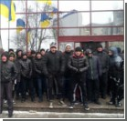 """В центре Киева """"титушки"""" забрасывают гранатами машины"""