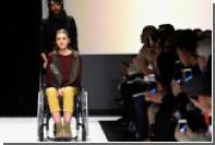 Звездами дефиле в Нью-Йорке стали модели в инвалидных креслах и мужчина-ампутант