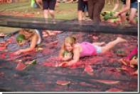 В Австралии соревнования по катанию на арбузах посетили 15 тысяч человек