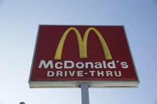 В Канаде два человека погибли в перестрелке у «Макдоналдса»