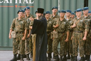 Порошенко попросил поддержки Меркель в направлении миротворцев