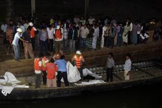 При крушении парома в Бангладеш погибли десятки человек