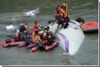 СМИ опубликовали последние слова пилота перед падением самолета на Тайване