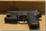 В США полицейский ранил из пистолета чернокожего подростка с игрушечным оружием