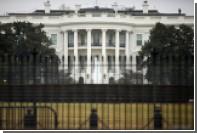 Возле Белого дома задержали забравшегося на велосипедную стойку мужчину