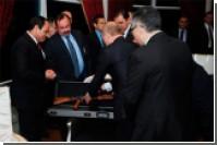 Путин подарил президенту Египта автомат