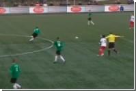 Судья сломал футболисту нос во время матча (видео)