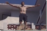 Жених Шараповой прыгнул в воду с 35-метровой скалы