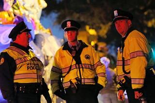 В Алабаме автомобиль врезался в участников карнавала Марди Гра