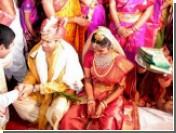В Индии свадебный автобус упал в пропасть