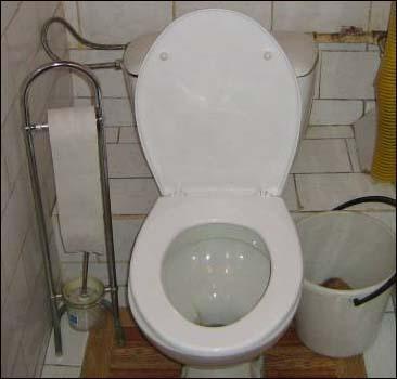 Американка 2 года прожила в туалете