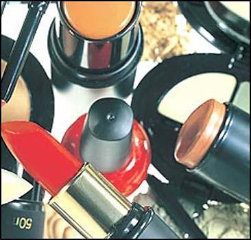 Более 2 килограмм косметики в год впитывает женская кожа