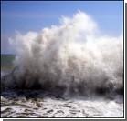 Шторм не дает собрать мазут в Черном море