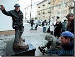 В Киеве появился памятник ботинкам страхового агента