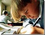 Роспотребнадзор: старшеклассники не должны трудиться над домашним заданием более 3,5 часов / Ведомство утвердило новые требования к условиям и организации обучения