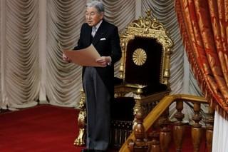 Император Японии ушел на больничный