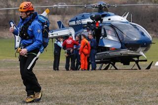 Спасатели добрались до места падения лайнера Germanwings