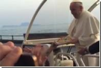 В Неаполе к папамобилю понтифика доставили пиццу