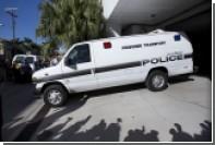 В результате падения фургона в канал во Флориде погибли восемь человек