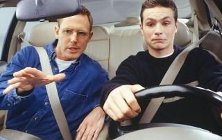 Что отвлекает водителей за рулем (Видео)