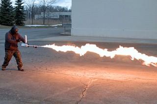 В США создали огнемет для работ в саду