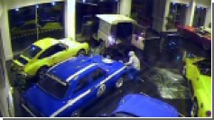 Дерзкая кража раритетного автомобиля Ford вживую (Видео)