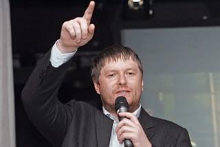 Кафельников посоветовал натурализовать бразильцев для футбольной сборной России