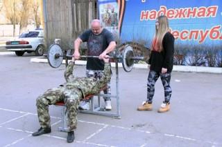 Сильнейшая девочка мира провела в ДНР турнир по русскому жиму