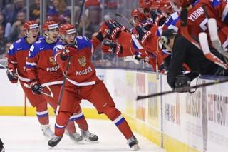 Хоккеиста российской молодежки наказали за бросок клюшки на трибуны