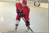 Биатлонист Шипулин попробовал себя в роли хоккеиста