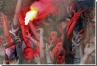 Белорусским футбольным фанатам разрешили использовать пиротехнику