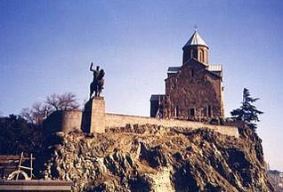На территории храма в Тбилиси спутник заснял изображение Богоматери