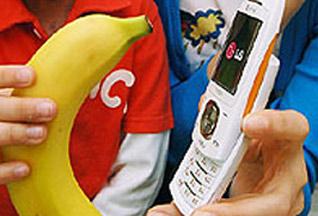 """LG выпустила """"банановый"""" телефон"""