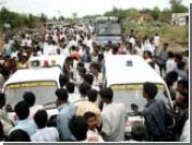 При взрыве машины с нитроглицерином погибли 16 индийцев