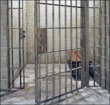 Заключенные подожгли тюрьму