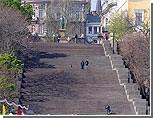 С Потемкинской лестницы Одессы скатили 2000 футбольных мячей