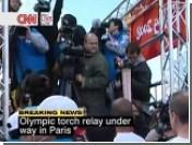 В Париже потушен олимпийский факел