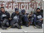 Непальские кинозвезды научат полицейских вежливости