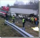 На трассе столкнулись 75 авто. Есть жертвы. Фото