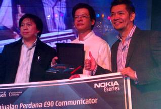 Первый смартфон Nokia E90 был продан за 5 тысяч долларов