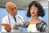 У японского профессора робот пожаловался на головную боль и тяжелые веки