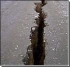 Грузовик с мороженым провалился под землю