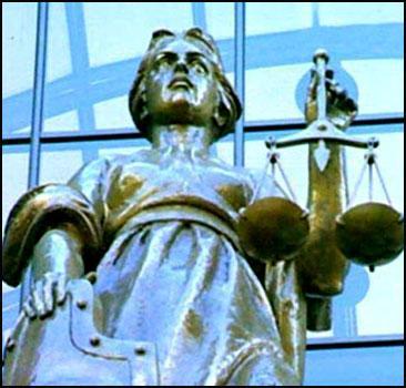 Суд превратили в поле битвы