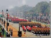 Министр обороны Индии упал в обморок во время парада