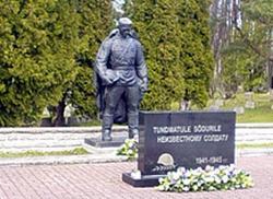 Эстонцы продолжают сносить советские памятники