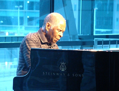 Индивидуалист из Чикаго / Репортаж с концерта Мухала Ричарда Абрамса в Амстердаме: импровизация от первого до последнего звука