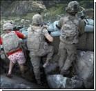 Американский солдат воевал с талибами в розовом белье. Фото
