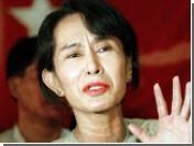 Лидера оппозиции Мьянмы судят за заплывшего к ней американца